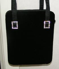 Väska i svart sammet.