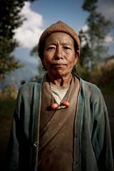 dzi bead (Kutumsang - Nepal) (nepalbaba) Tags: nepal portrait woman necklace beads donna tibet pietre bracelet 2008 ritratto collana dzi braccialetto tzee dzibead concordians kutumsang earthasia helambuvalley nepalbaba