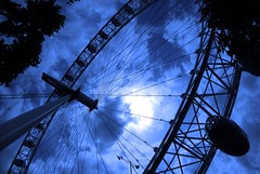 blue wheel (alternativefocus) Tags: sky london millenniumwheel thames londoneye southbank ferriswheel alternativefocus