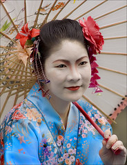 Fringe Geisha (ickle97116084) Tags: colour festival umbrella japanese edinburgh dress minolta silk fringe beercan geisha 5d f4 edinburghfringefestival creativeportraits