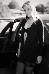 Race (Trk Rozlia) Tags: portrait woman black sexy girl beautiful car fashion canon dress legs mini blonde szeged divat ruha aut fekete szke gi portr lny n eos400d miniruha