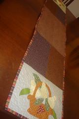 caminho de mesa, na minha mesa (Mari BR) Tags: de quilt corao patch patchwork poa mesa caminho marrom cesta tecido pera trilho aplicao quiltado caseado