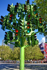'Traffic Light Tree' by Pierre Vivant (George Rex) Tags: uk england sculpture trafficlights tree london united kingdom gb docklands canarywharf towerhamlets trafficlighttree pierrevivant westferryroad grxa23