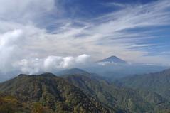 View from top of Mt.Tonodake #3 -景色@塔ノ岳山頂- (mukarin) Tags: sky cloud mountain nature japan landscape 日本 雲 自然 kanagawa 山 空 富士山 tanzawa 風景 mtfuji 神奈川 景色 丹沢 18200mm d90 塔ノ岳 mttonodake afsdxnikkor18200mmf3556gedvrii