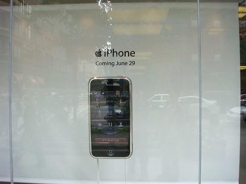 這是真的會動的 iPhone 喔
