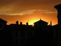 Puesta de sol dorada sobre la bola de oro - by jmerelo