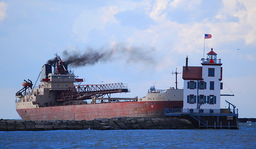 ohio lighthouse harbor midwest lakeerie greatlakes freighter lorain earlwoglebay earlw