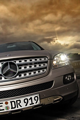 (Andreas Reinhold) Tags: car star mercedes benz twilight automobile flash front final ambient hood balance grille lid daimler mclass sigma1770 strobist andreasreinhold lighting102