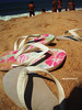 todo mundo usa. (alineioavasso™) Tags: praia beach stand areia havaianas slipper slippers chinelos chinelo aslegítimas challengeyouwinner a3b