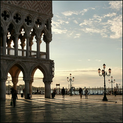 Palazzo Ducale, P. S. Marco (Frizztext) Tags: venice square lumix interestingness panasonic explore galleries barbara chapeau sanmarco palazzoducale palabra 500x500 supershot 100faves flickrsbest frizztext dmcfz50 sept20 anawesomeshot aplusphoto ysplix 20070920 theperfectphotographer