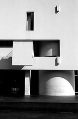 (Murplejane) Tags: barcelona architecture spain geometry explore richardmeier macba architorture museudartcontemporanidebarcelona tamron18200 canoneos400d  murplejne murplejane missmurple