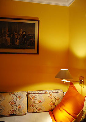Une belle chambre de l'hôtel Tourville, Paris