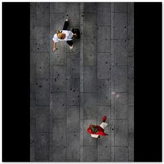 Street Life (Silvia de Luque) Tags: madrid street urban espaa woman walking calle mujer spain women streetlife urbana mujeres andando granva alhambra2006 silviadeluque randycrawfordcrusaders