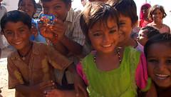 Kids in a village near Jaisalmer (CortoMaltese_1999) Tags: india d50 indien jaisalmer rajasthan theindiatree earthasia