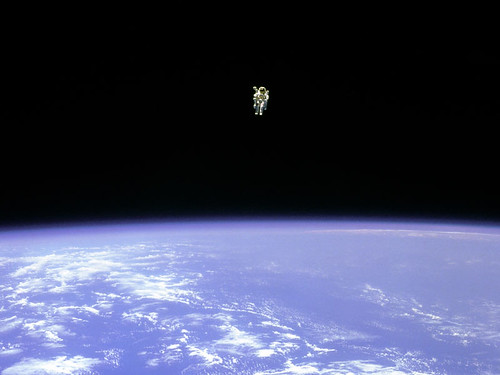 volar en el espacio