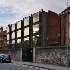 arup associates, philip dowson, partner: wolfson building, somerville college, oxford 1965-1967 (seier+seier) Tags: red england house building brick college glass arquitetura architecture concrete arquitectura columns creative commons cc architect somerville oxford architektur architettura architectuur arup wolfson arupassociates philipdowson seierseier