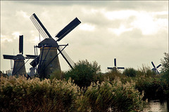 Windmills of Kinderdijk (Foto Martien (thanks for over 2.000.000 views)) Tags: autumn holland history fall mill netherlands dutch architecture moulin mhle arquitectura herfst nederland windmills unesco worldheritagesite molino architektur 1997 picturesque kinderdijk alblasserwaard molen architectuur pictorial niederlande historisch windmhle watermolen windmolens wassermhle najaar molinosdeviento patrimoniomundial moulinvent fotogeniek unescoworldheritagelist poldermolen schilderachtig listedupatrimoinemondial werelderfgoedlijst a550 overwaard blokweer nederwaard provinciezuidholland provinceofsouthholland welterbes martienuiterweerd carlzeisssony1680 martienarnhem sonyalpha550 martienholland fotomartien poldernieuwlekkerland