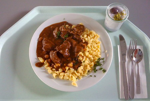 Wildgulasch mit Spätzle / Game goulash with spaetzle