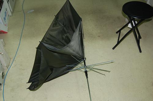 被聖帕吹爛的傘