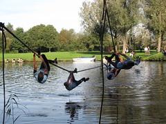 Apenhang over het water in Leeuwarden