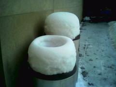 060213 snonut (Dan4th) Tags: cameraphone winter cambridge snow boston moblog phonecam ma mit donut trashcans 02139 massachusettsinstituteoftechnology