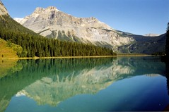 Emerald Lake Yoho N.P. Canada (swisscan) Tags: park blue sky mountain lake canada reflection tree water analog forest national lovelovelove soe peopleschoice themoulinrouge naturesfinest goldenglobe firstquality 35faves golddragon abigfave superaplus aplusphoto superbmasterpiece diamondclassphotographer megashot favemegroup10 superfaveme superhearts theunforgettablepictures naturewatcher natureoutpost thegoldenmermaid betterthangood thegardenofzen thegoldendreams goldstaraward world100f exquisiteimage magicdonkeysbest águasdivinas mdtbmasterpiece