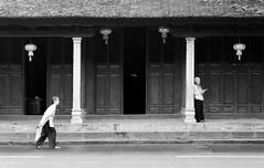 Trung tm. (Hng Knh Yu) Tags: t vietnam contax hanoi blacknwhite carlzeiss b n kiu vietnameseladies