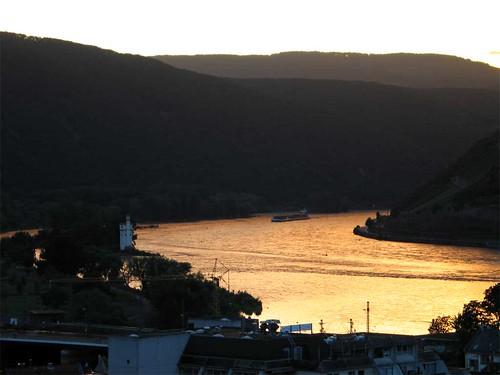 Sonnenuntergang über Rhein bei Bingen