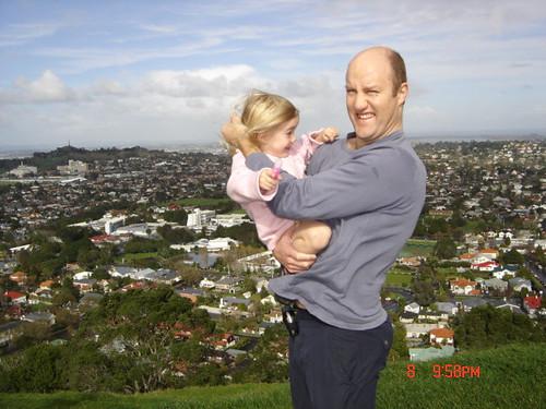 JocK y Katia y Aukland de fondo. Nueva Zelanda por ti.