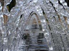 Chorrotúnel (paterkarras) Tags: madrid water fountain agua eau fuente fontaine chorros goldenmix macromix wonderfulworldmix