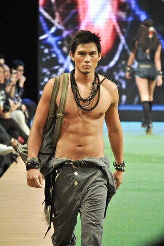 Ervic Vijandre asian runway male model
