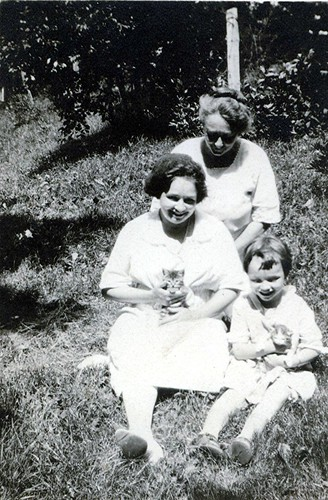 generations of cat ladies: great grandmother, grandmother, and aunt mh.