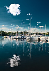 Mikoajki, port (frischmilch) Tags: blue sky cloud lake water port mirror harbour poland symmetry gradient mikoajki masuria warminskomazurskie gettyvacation2010 sailingmasuria