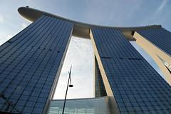 Marina Bays Sands (QooL / بنت شمس الدين) Tags: singapore structures qool marinabay 9173 singaporeflyer marinabaysands qoolens