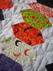 joyluck1 (oregonsurfers) Tags: halloween quilt moda schnibbles freemotionquilting