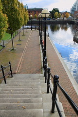 Salford Quays - Autumn 2010 (Maccas17) Tags: autumn tree salford quays lowry manchestershipcanal