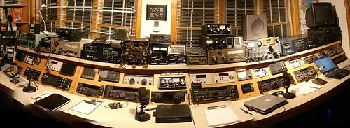 W9EVT - Console Panorama- Ham Shack