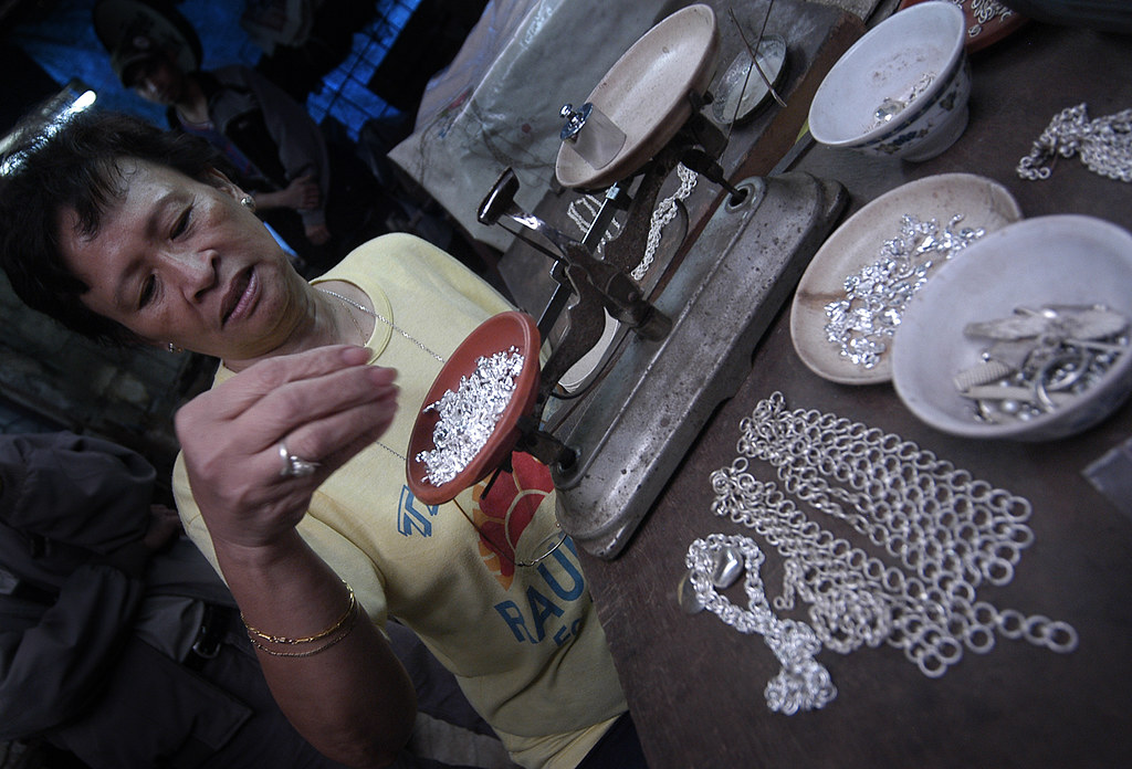 PHILIPPINES - SILVER MAKING IN BAGUIO