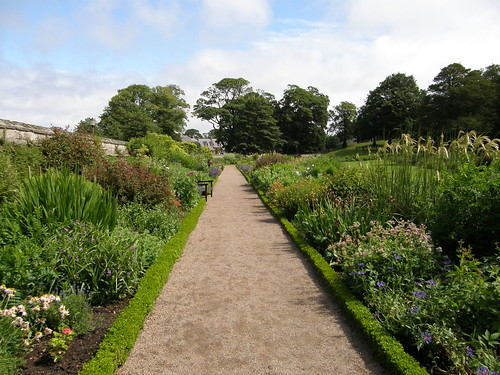 Garden of Dirleton castle