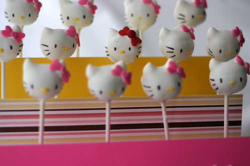 red bow hello kitty cake pop
