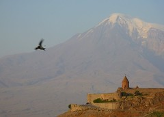 Catching it in the air (Frans.Sellies) Tags: mountain church mount monastery armenia masis ararat armenien  armenie khorvirap   hayastan khorvirab  p1250989