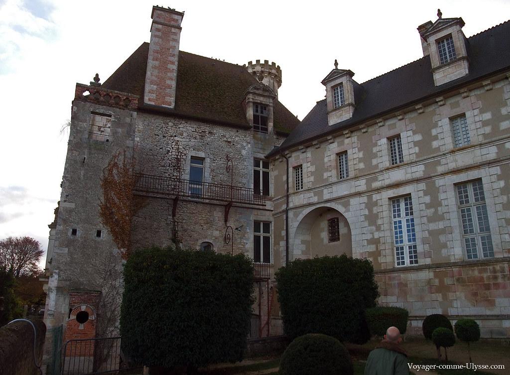 Les bâtiments de l'Abbaye sont élégants