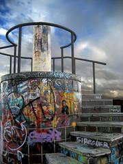 Stairs into Sky (<< VILLOREN >>) Tags: sky españa clouds stairs lafotodelasemana spain cielo nubes escaleras alcobendas lfs062007