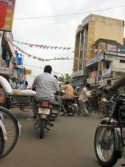 5732 - Shopping on Rue Nehru (philbeth) Tags: india tamil tamilnadu pondicherry nadu puducherry