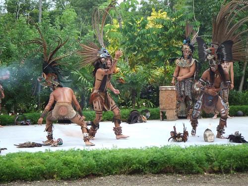 Discover Mexico dancers