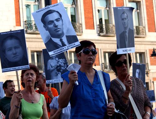 Concentración contra la impunidad del Franquismo (24/06/2010)