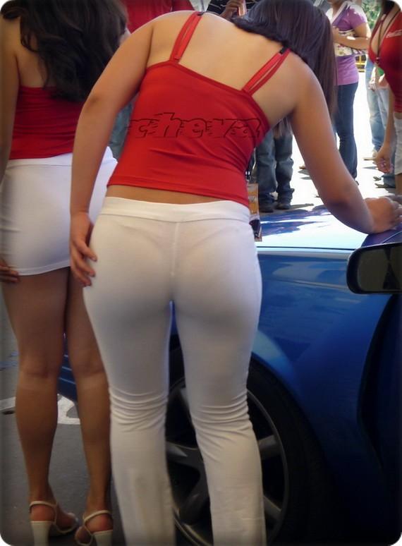 Edecan pantalon blanco un culo fantastico - 2 part 2