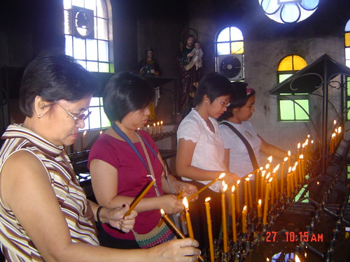Philippinen  菲律宾  菲律賓  필리핀(공화국) Pinoy Filipino Pilipino Buhay Baguio people pictures photos life Philippines, rural, traditional,tradition woman candles church religion faith baguio