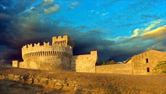 Fortress of (new) Fufluna (kontakiu) Tags: travel sunset sea summer sky italy castle architecture clouds canon buildings geotagged ruins italia nuvole estate fort stones military medieval pisa explore fortaleza tuscany historical toscana chateau fortifications acropolis toscane fortress castello livorno renaissance italie rocca forts fortresses etruscan toskana holyday fortezza leghorn populonia necropoli piombino blueribbonwinner italiamedievale roccaforte twtmeblogged abigfave fufluns wowiekazowie appiani pupluna fufluna fortication anticando ceicna