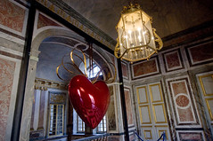 France - Versailles (Thierry B) Tags: sculpture france art love photography photo frankreich europa europe heart expo dr frana coeur exhibition exposition amour versailles 2008 fr francia sculptures koons jeffkoons chateaux cur   saintvalentin europen photographies yvelines     europedelouest   php    westeurope  thierrybeauvir beauvir wwwbeauvircom droitsrservs